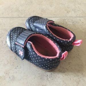 Carter's size 5.5 baby/walker shoe in great shape